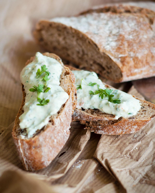 Kräuter-Oliven-Dip