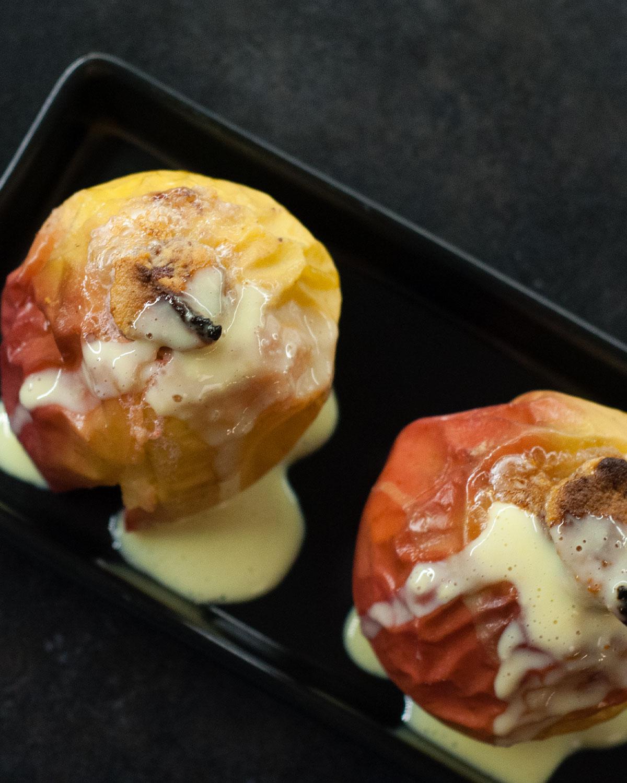 Bratapfel mit Marzipan-Vanillesoße