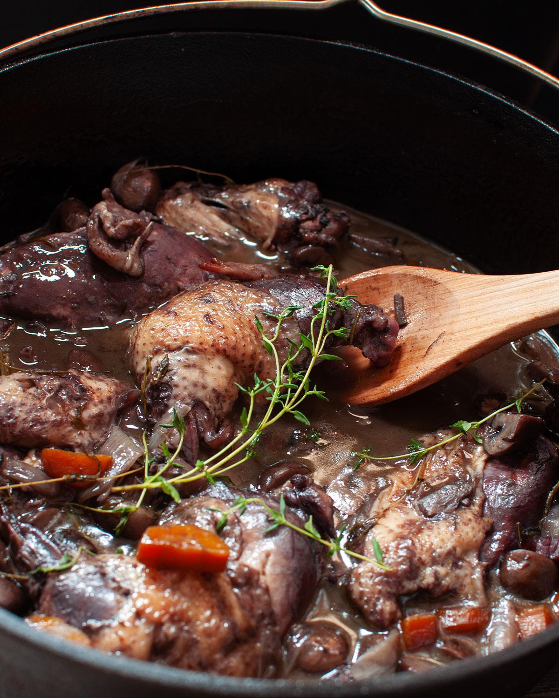 Rezept für Coq au Vin aus dem Dutch Oven